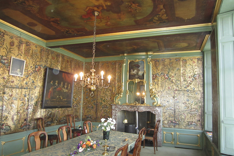 Regentenkamer before conservation: 17th Century ceiling painting and gilt leather wall hangings
